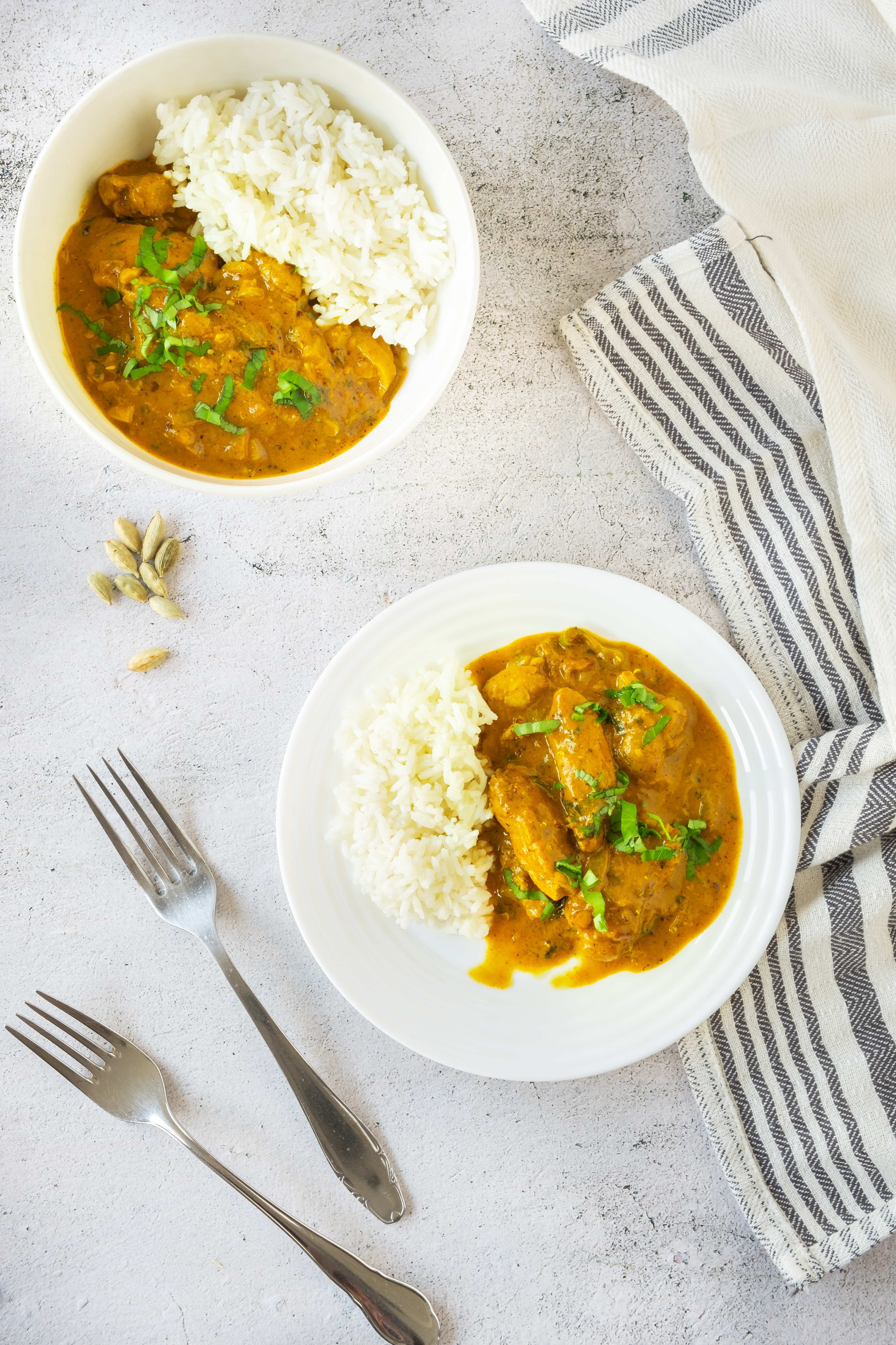 vadouvan curry chicken on plate.