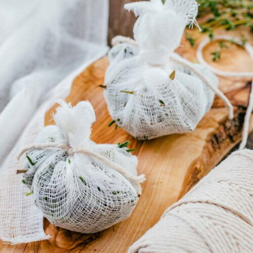 bouquet garni tied with string
