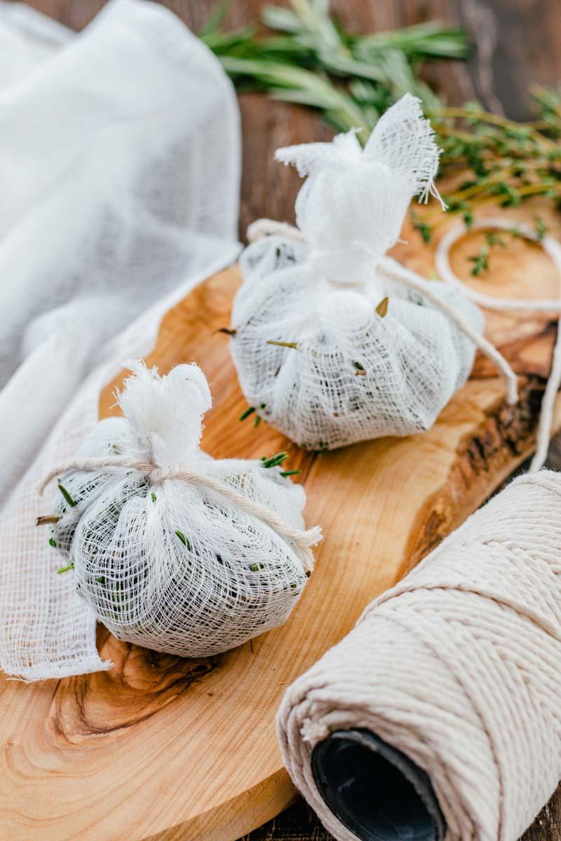 bouquet garni tied with string